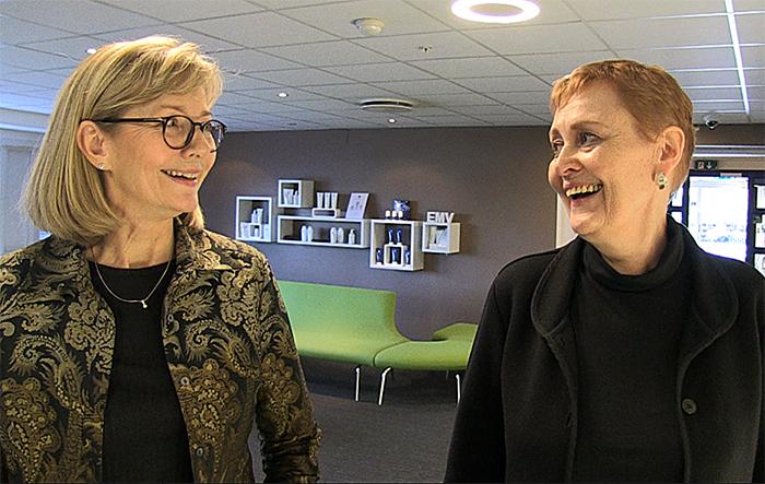 Avdelingsleder Gunvor Næss Larsson (t.v.) og regionsjef Anne Sæhle i Apotek1.